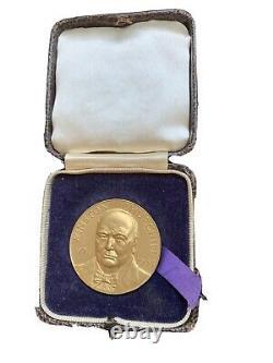 1965 Great Britain Winston Churchill Gold Medal 36.49 grams. 999 RARE